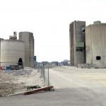 Cementfabriken i Limhamn. Här pågår rivning av fabriken och på platsen kommer ett nytt bostadsområde att uppföras. Några av silobyggnaderna ska sparas och byggas om till bostäder. Foto Lena Knutson Udd 2015