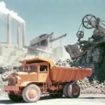 Cementproduktionen sveper in fabriken i ett dammigt kalkstensmoln. Foto Cementa AB