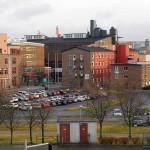 Delar av Lindholmens varvsbyggnader idag. Från vänster byggnaderna Santos (Backa teater), Göta, Äran, en driftsbyggnad, Sociala huset och förrådet Polhem. Foto Lena Knutson Udd 2016