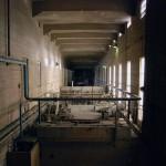 Cementfabriken i Skövde. Fabriken togs i drift 1924, då under namnet AB Gullhögens bruk. Till att börja med brändes cementet i schaktugnar. Fabrikens första roterugnar installerades 1935 och 1939. Bilden visar ugnshallen till den första roterugnen. Foto Lena Knutson Udd 2011