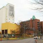 Juvelkvarnen idag med silobatteri, kvarn och äldre silobyggnad samt den lägre kontorsbyggnaden emellan dessa. Foto Lena Knutson Udd 2016